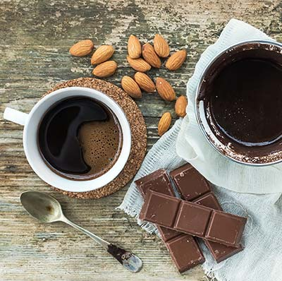 Auf einen Kaffee und Schokolade